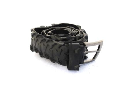 Černý opasek železné pouto