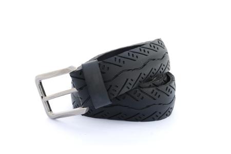 Černý opasek řeka v údolí s decentním vzorem, elegantní stylový pásek z produkce upcycling BOIO